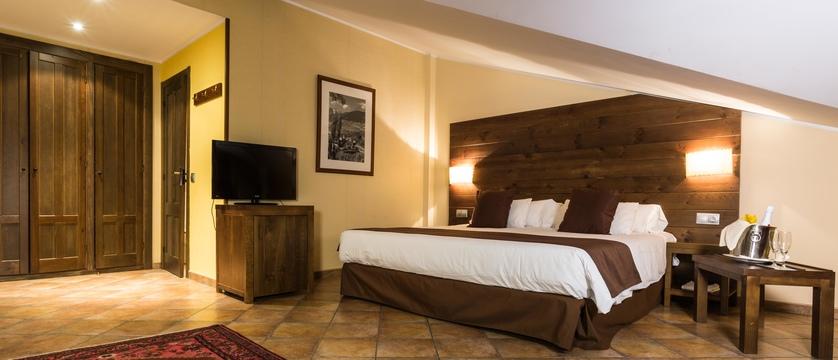 andorra_arinsal_hotel-magic-massana_bedroom.jpg